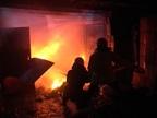 Ночью вКузбассе сгорел гараж странспортом