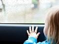 ВКемерове cотрудники экстренных служб помогли заблокированному вмашине ребенку