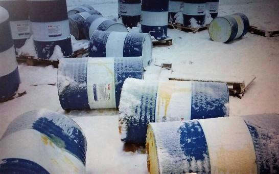 Гражданин Кемеровской области изрубил тесаком 39 бочек смоторным маслом