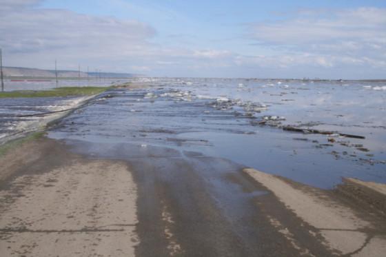 ВТяжинском районе перекрыли дорогу из-за паводка