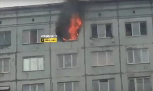 ВКемерове пожарные спасли 18 человек изгорящей многоэтажки
