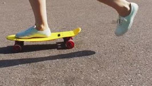 ВМеждуреченске старый мужчина похитил уребенка скейтборд