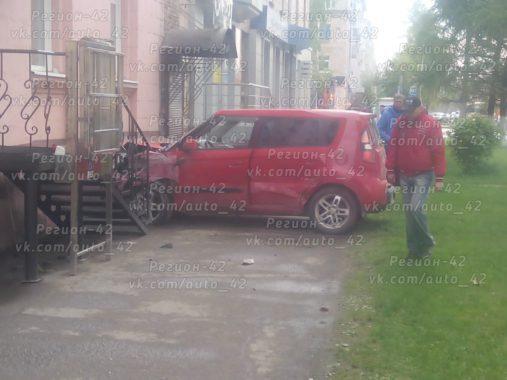 Стали известны детали ДТП соврезавшейся вдом Кия вКемерове