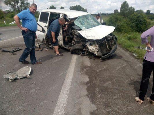 Неподалеку от Новокузнецка столкнулись «Газель» и грузовой автомобиль «Mazda»