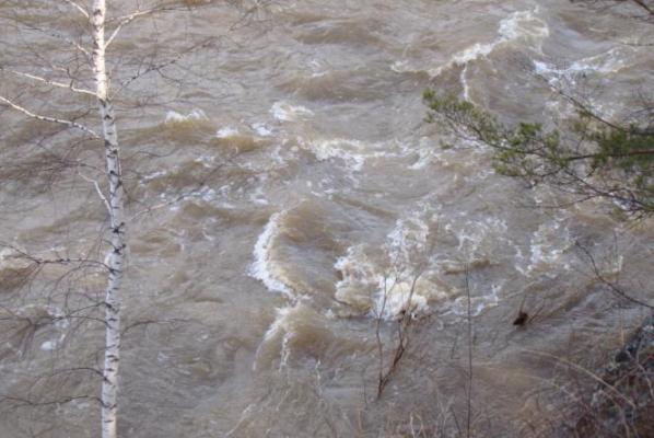Шофёр легковушки потонул, слетев сдороги вреку вАнжеро-Судженске