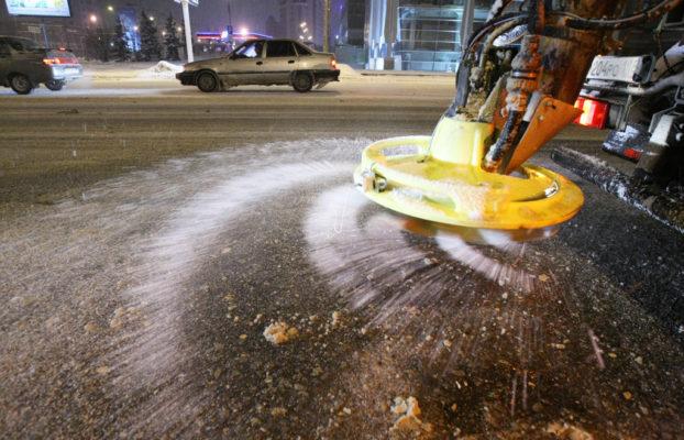 Заночь наобработку дорог вКемерове потратили 420 тонн песка
