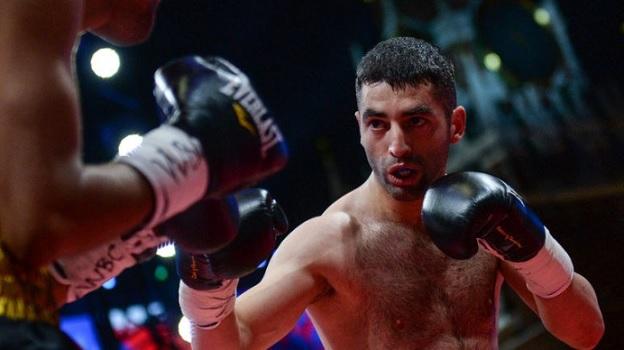 Русский боксёр Алоян победил никарагуанца Кастильо втитульном поединке