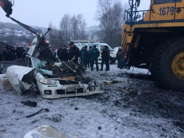 БелАЗ раздавил Ниссан вНовокузнецке: кадры сместа трагедии