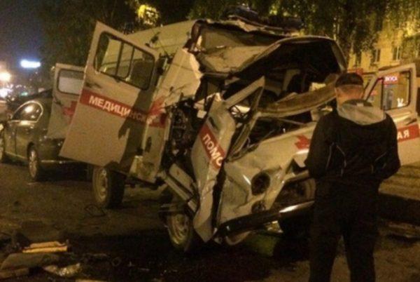 Кошмарная авария сучастием скорой помощи произошла вНовокузнецке