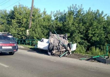 На улице Точилино в Новокузнецке перевернулась Mazda