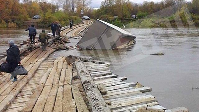 Под тяжестью фуры в Мариинском районе обрушился мост