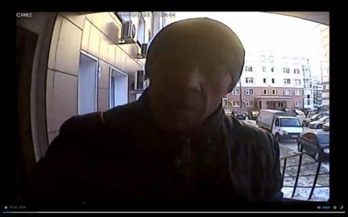 Полиция ищет мужчину, напавшего с ножом на кемеровчанку (фото преступника)