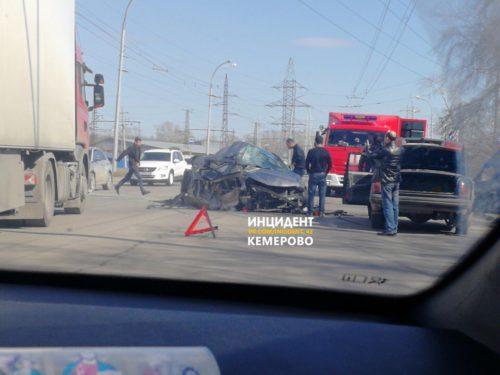 На улице Красноармейская в Кемерове столкнулись Hyundai и маршрутка: есть пострадавший