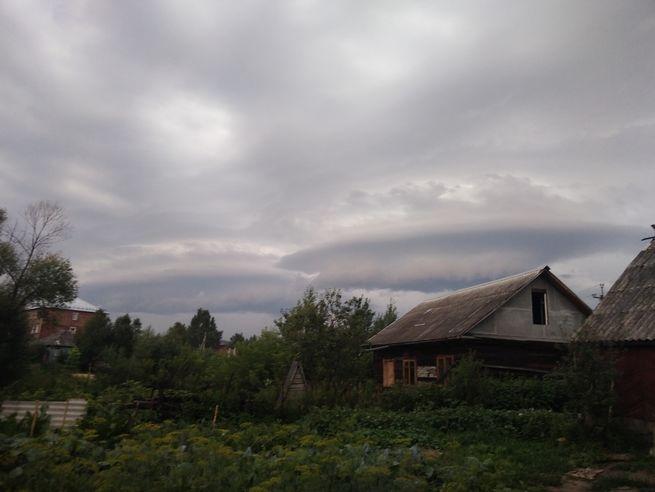 Кузбассовцы заметили в небе облака-НЛО