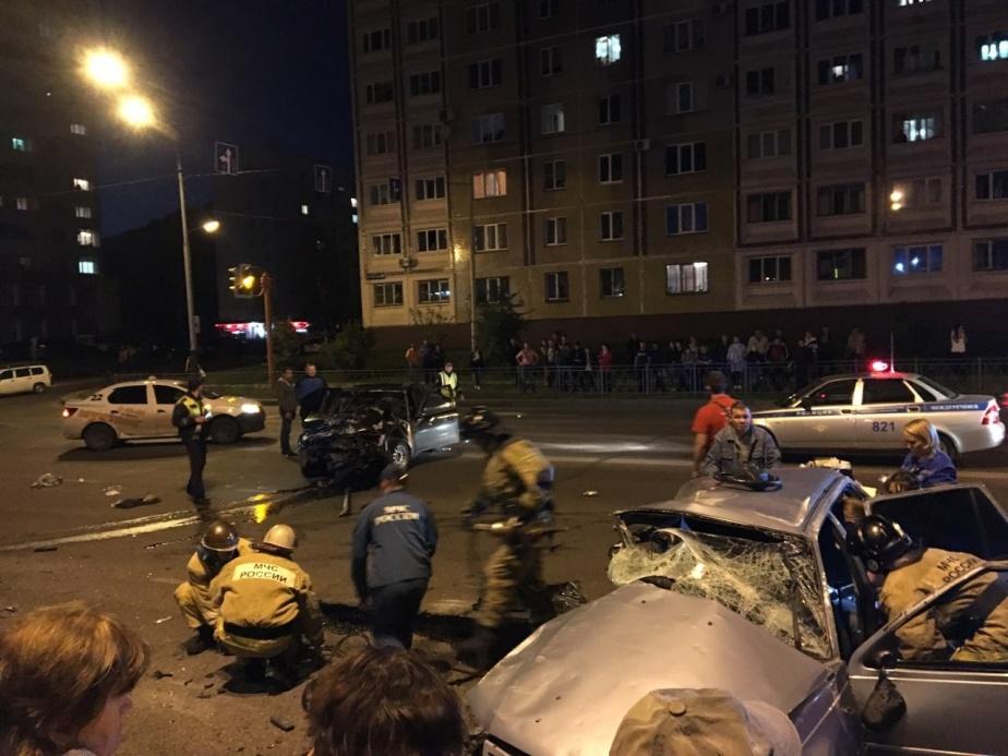 Смертельная авария на перекрестке в Междуреченске (видео)
