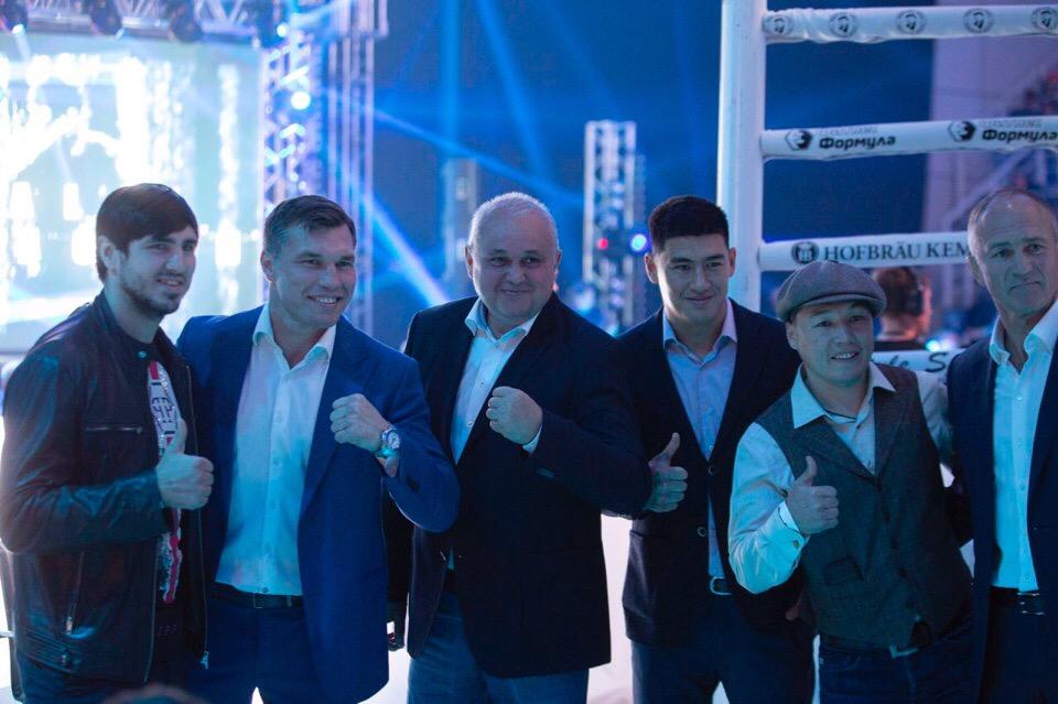 Дмитрий Кудряшов победил спортсмена из Румынии в рамках боксерского шоу в Кемерове (видео)