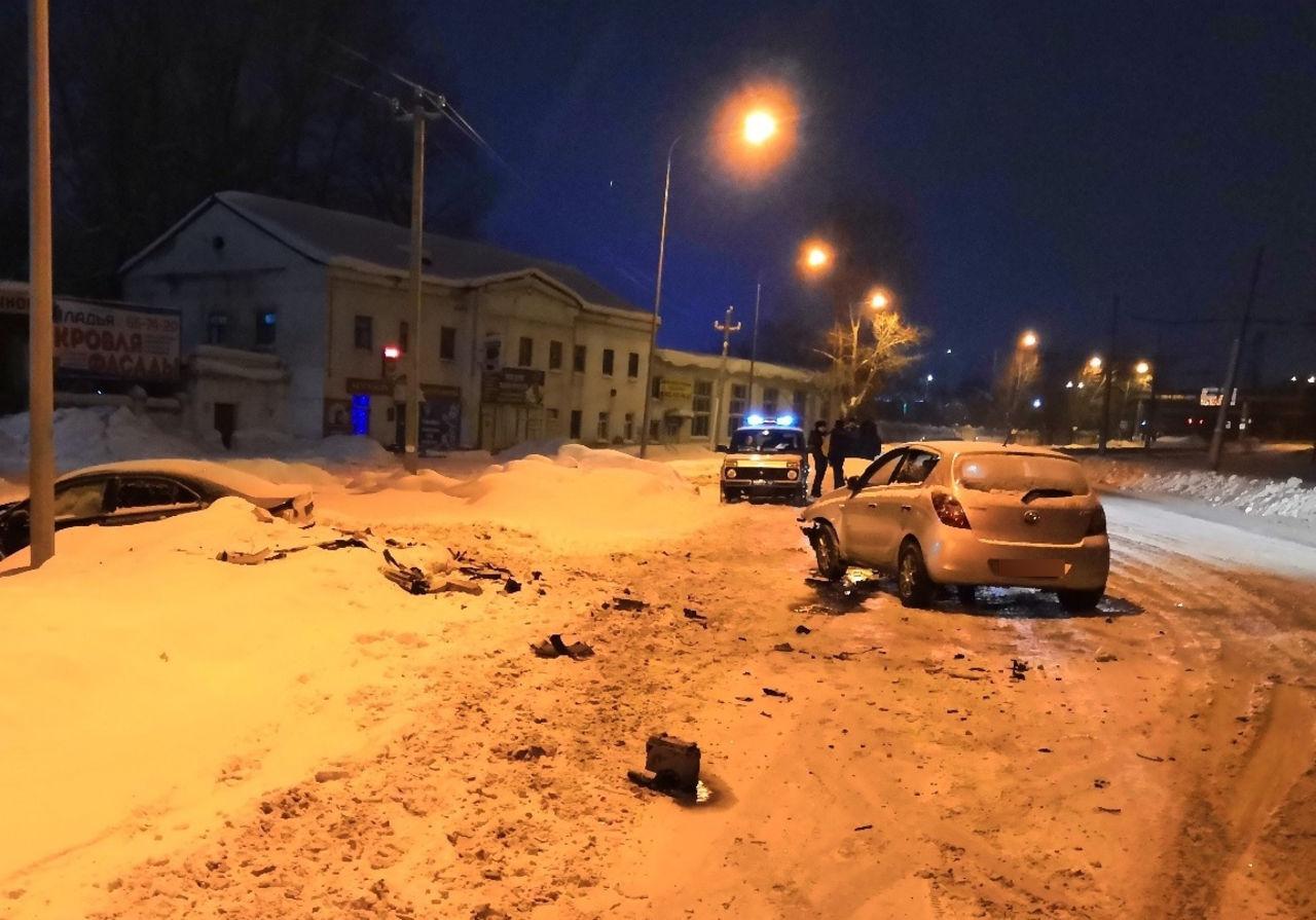 На улице Автозаводская в Кемерове столкнулись Hyundai и Honda