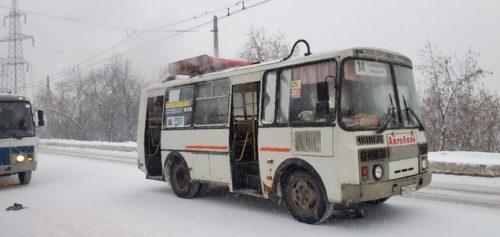 Соцсети: в Новокузнецке на ходу загорелся автобус