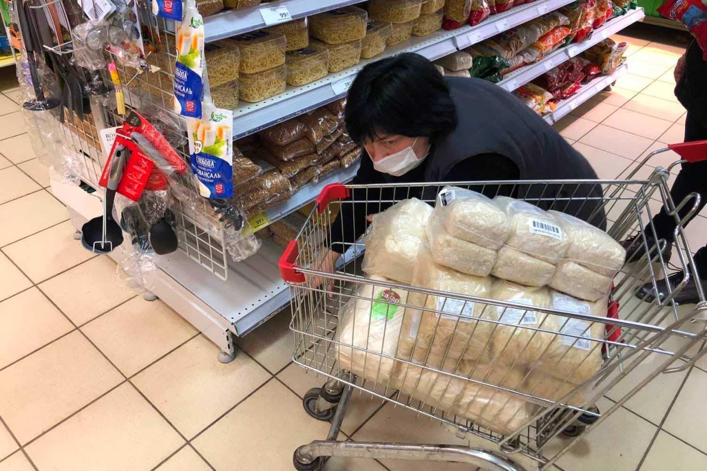 Почему в России скупают гречку и туалетную бумагу во время эпидемии коронавируса