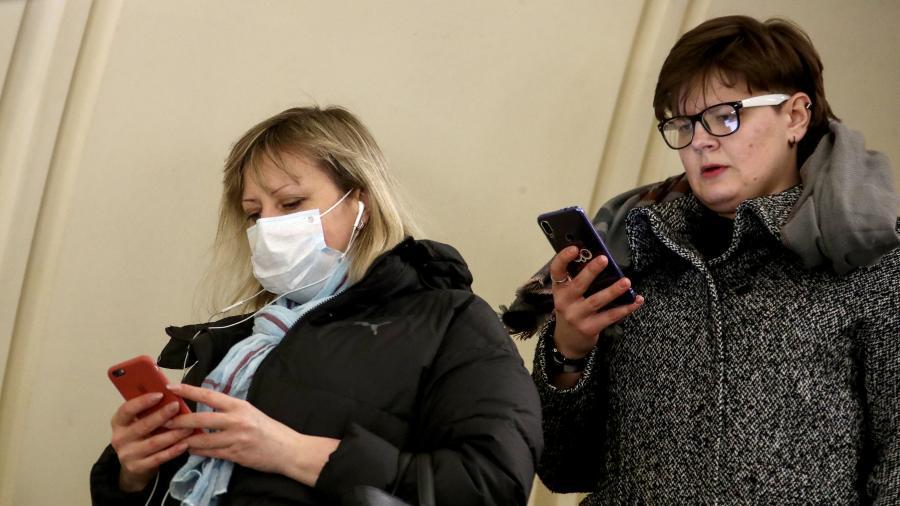 Причины по которым россияне не боятся коронавируса рассказал психолог
