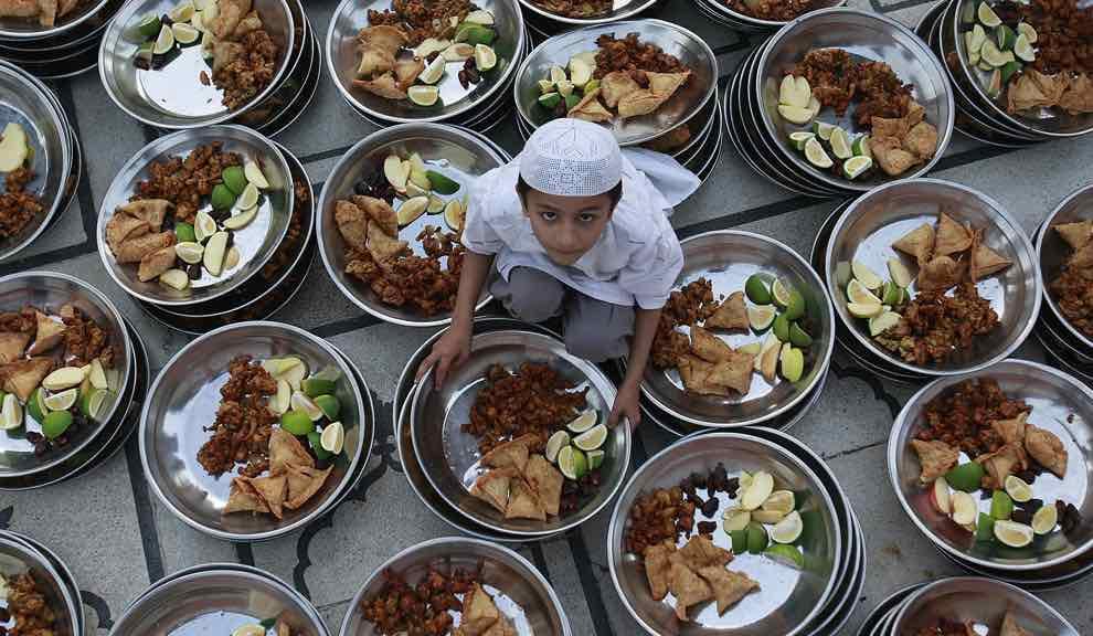 В какое время разрешено есть в Рамадан: как вести себя правильно в священный мусульманский месяц