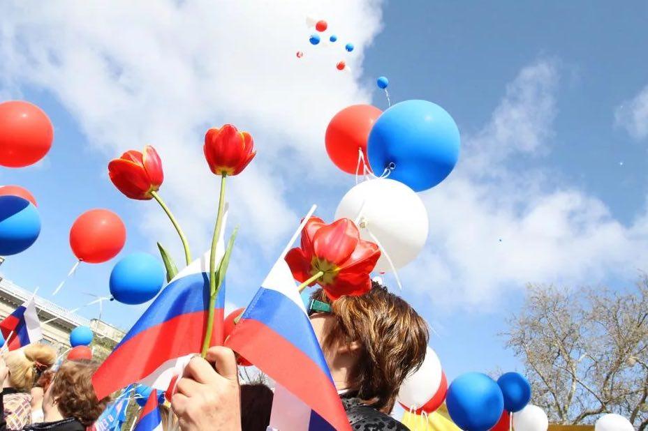 Перенесут ли майские праздники в России из-за коронавируса