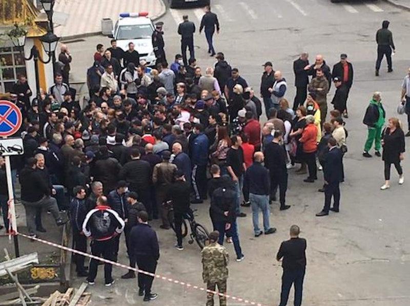 Реальные причины митинга против самоизоляции во Владикавказе 20 апреля 2020 года