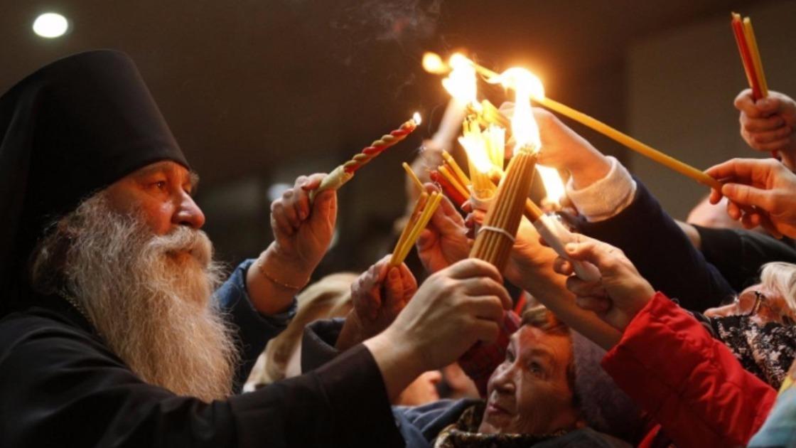 Благодатный огонь: сойдет ли в 2020 году на верующих в Иерусалиме, как передадут в другие страны
