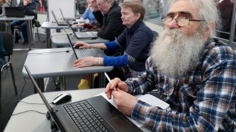 Сроков выхода на работу работающим пенсионерам старше 65 лет в мае, пока официально не объявлено