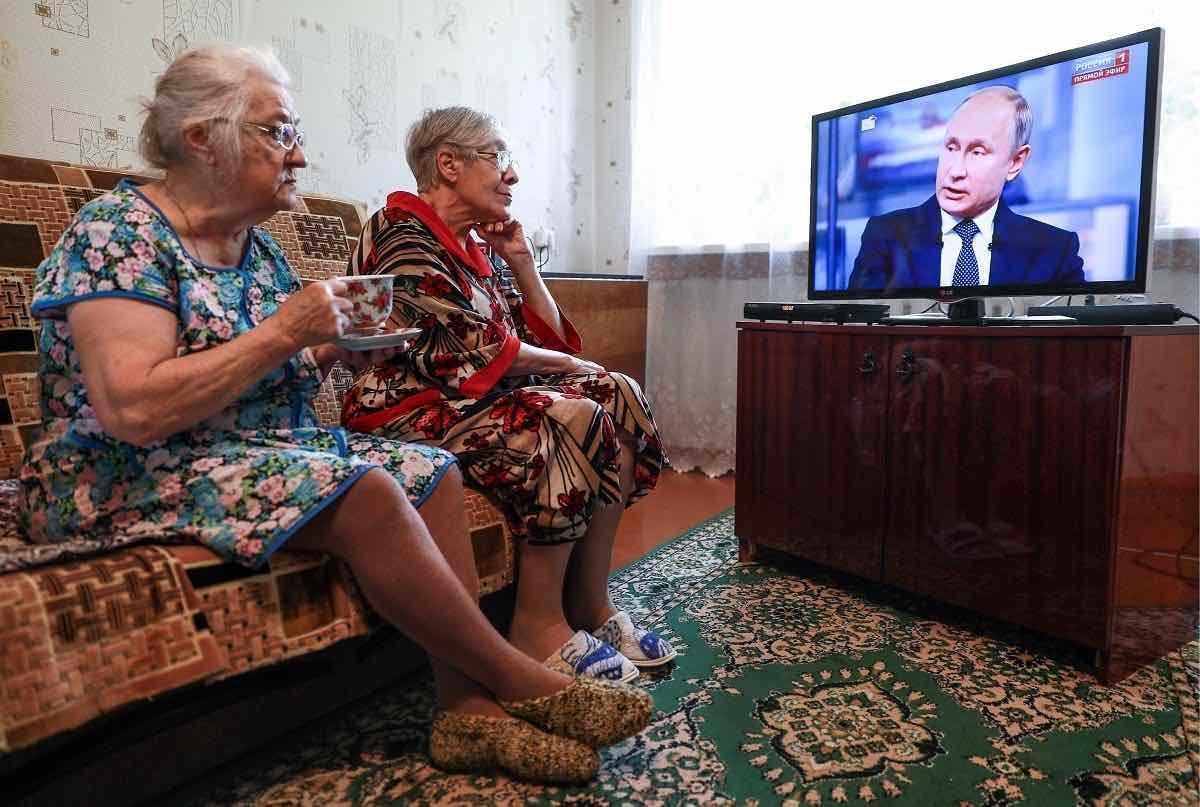 Можно ли пенсионерам старше 65 лет ходить в магазин в Москве