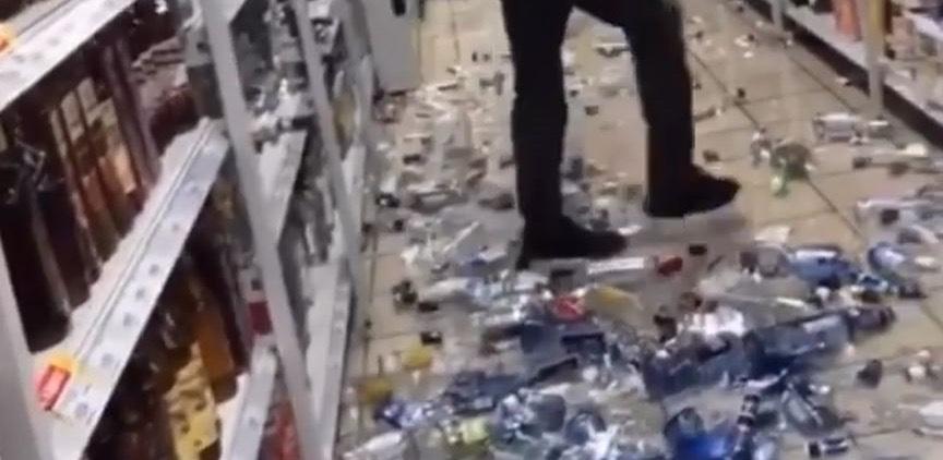 Житель Новокузнецка украл сигареты и устроил погром в магазине