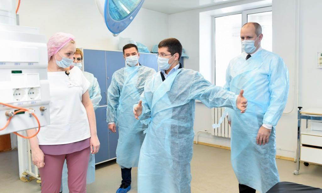 Медики будут получать доплату к зарплате за борьбу с коронавирусом в течение трех месяцев