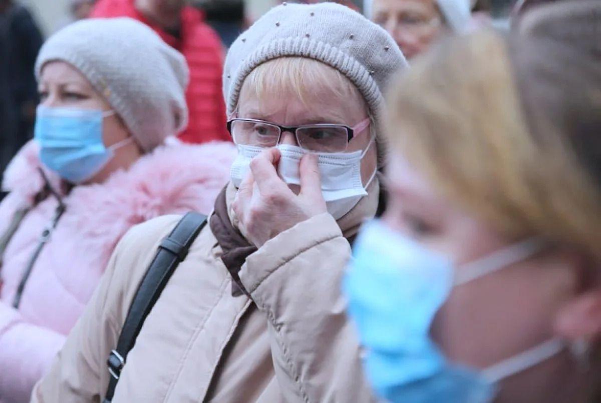 Бесплатные маски могут получить пенсионеры в Москве для поездки в метро