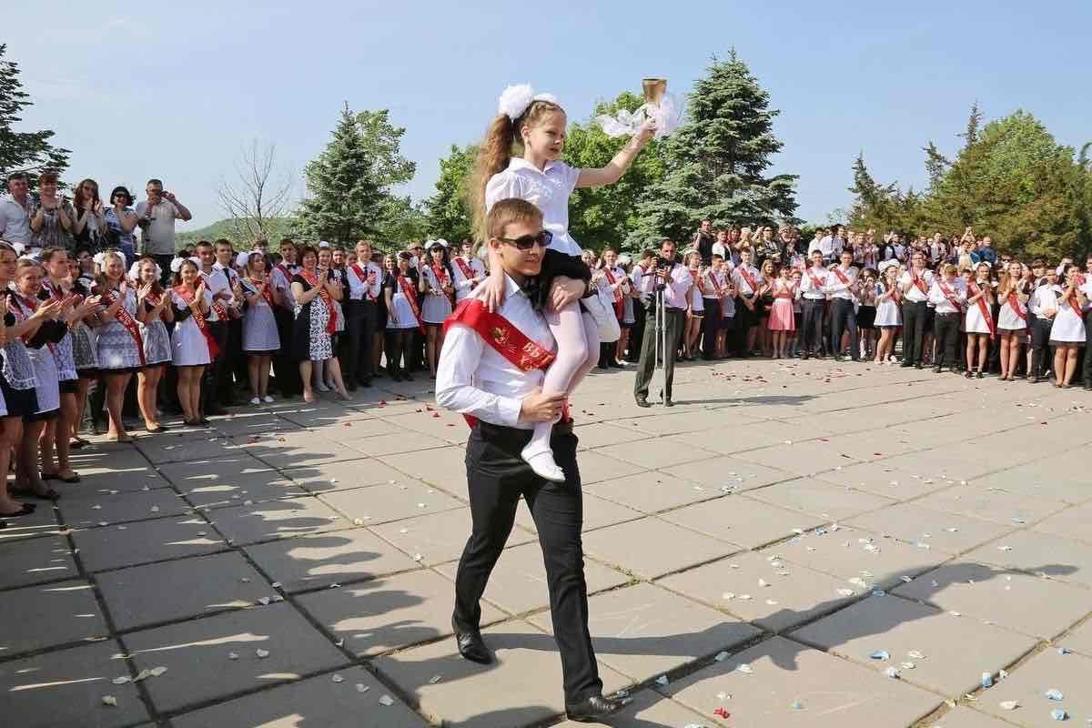 Последний звонок в школах России может не состояться в 2020 году из-за коронавируса