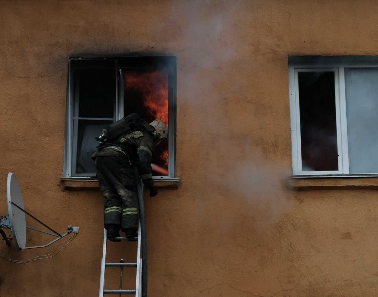 Серьёзный пожар в Прокопьевске: два человека пострадали