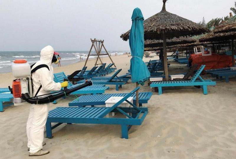 Есть ли риск подцепить коронавирус на пляже, рассказали специалисты