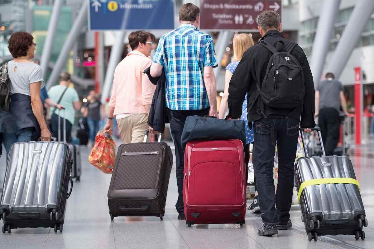 Российским туристам рекомендуют не посещать некоторые страны из-за коронавируса