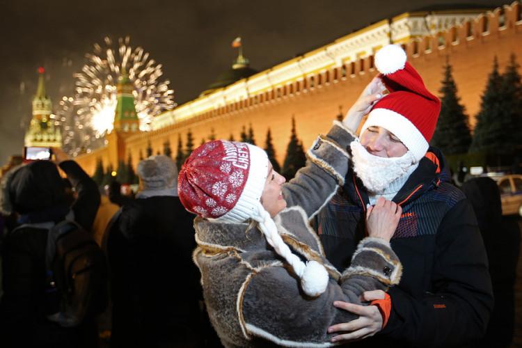 Сократить новогодние каникулы в 2021 году предложили в Совете федерации России